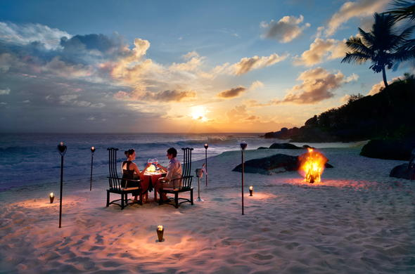 Romantic celebrations on the beach.